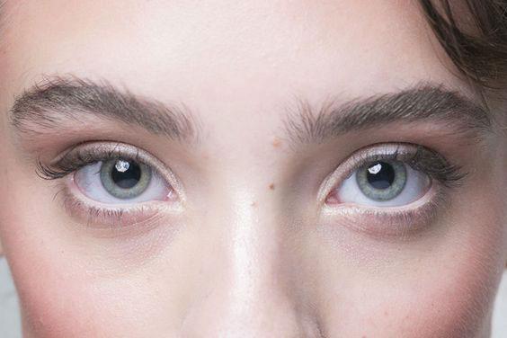 Avoid overcoating your mascara