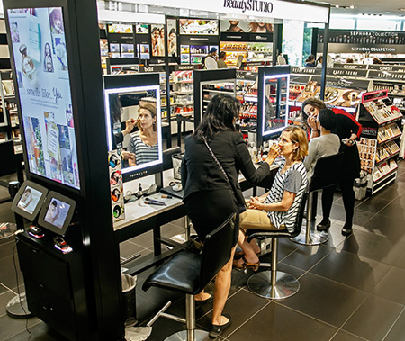 Beauty-Retailers-Using-Augmented-Makeup-Reality